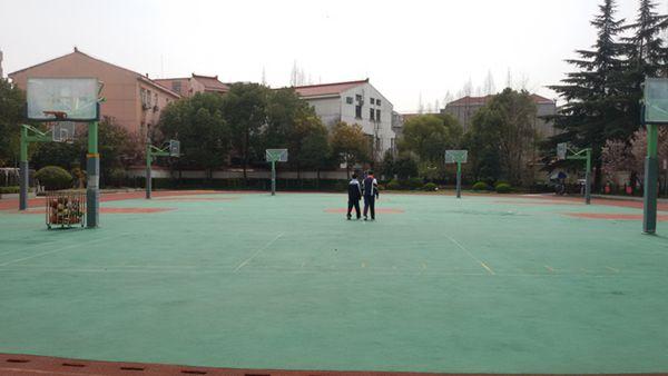 篮球运动场地